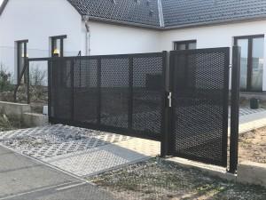 Samonosná brána Sluštice I